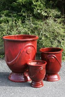 S/3 Red glaze urns